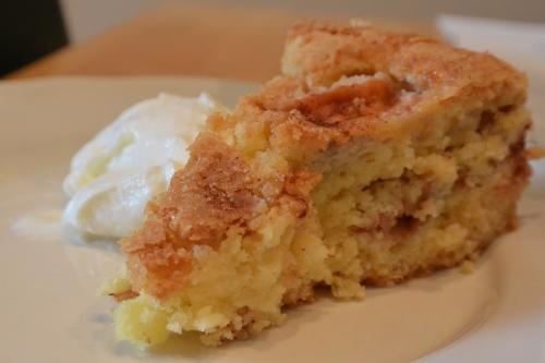 Varm eplekake med vaniljeis. Uslåelig kombo!